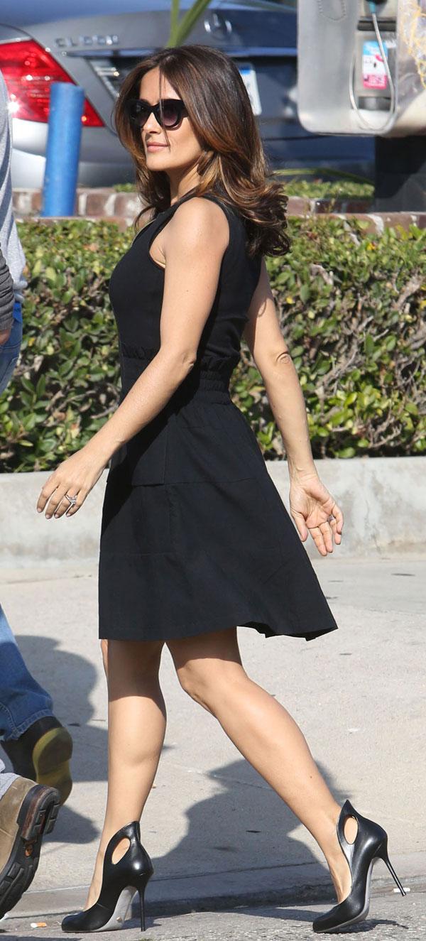 """Salma Hayek durante el rodaje de la película """"Cómo seducir a un inglés"""", en Marina del Rey (California)"""
