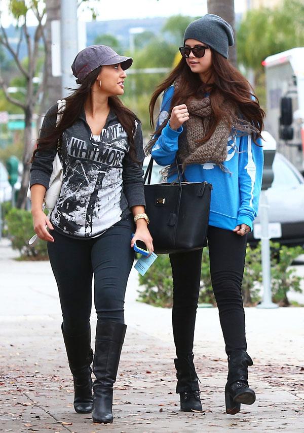 Selena-Gomez-con una amiga en Beverly Hills