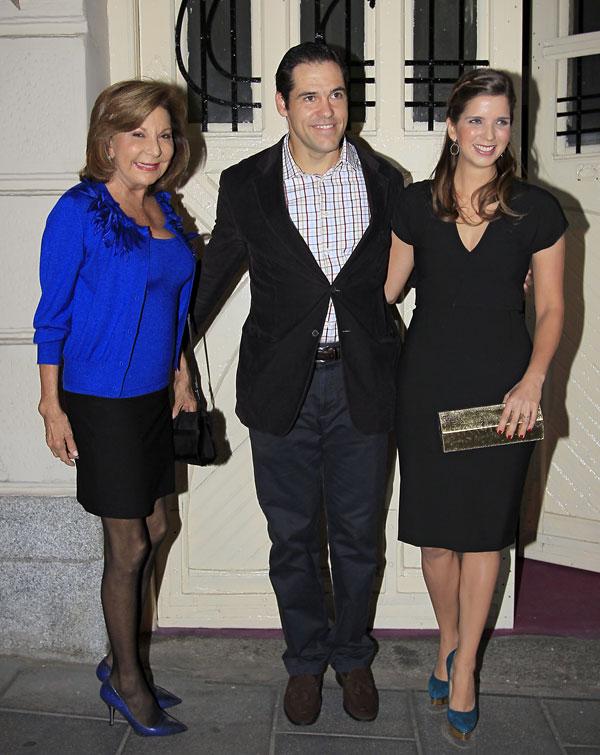 Los duques de Anjou y Carmen Leonor Santaella en Madrid en el 30 cumpleaños de Margarita Vargas