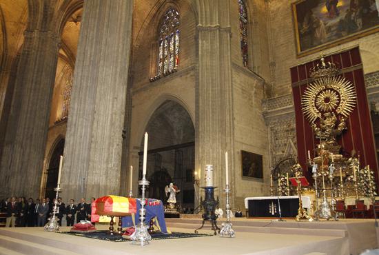 vista-de-la-catedral-durante-el-funeral