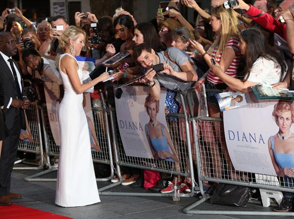 Naomi Watts en el estreno de Diana