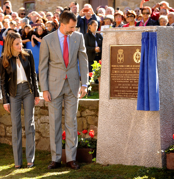 Felipe y Letizia placa conmemorativa Teverga