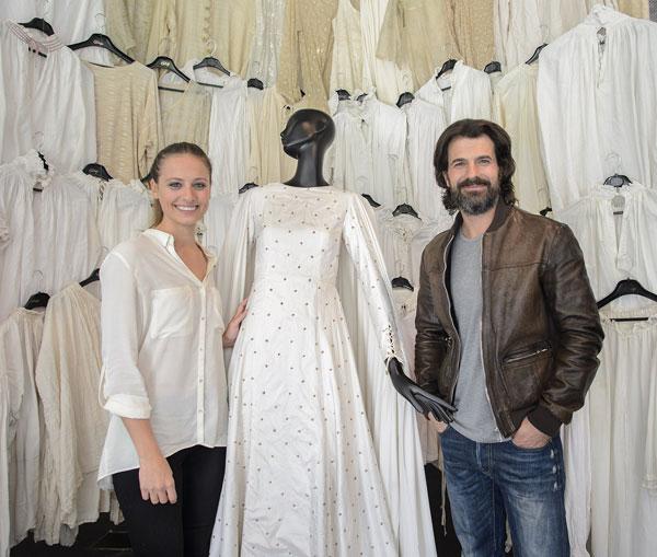 Rodolfo Sancho y Michelle jenner en la inauguración exposición de Isabel