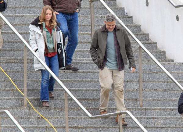 Pictures: George Clooney on set in Valencia with Hugh Laurie George-clooney14