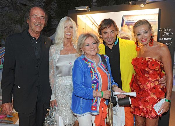 Luis Ortiz, Gunilla von Bismarck, Beatrice de Hohenlohe, Hubertus de Hohenlohe y su novia, Simona, en Marbella, en el Starlite Festival