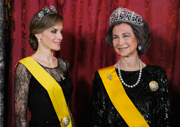 la-reina-y-letizia
