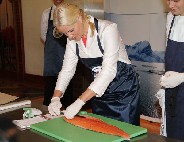 Mette-Marit preparó salmón.