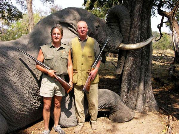 el-rey-se-fracturo-la-cadera-cazando-elefantes