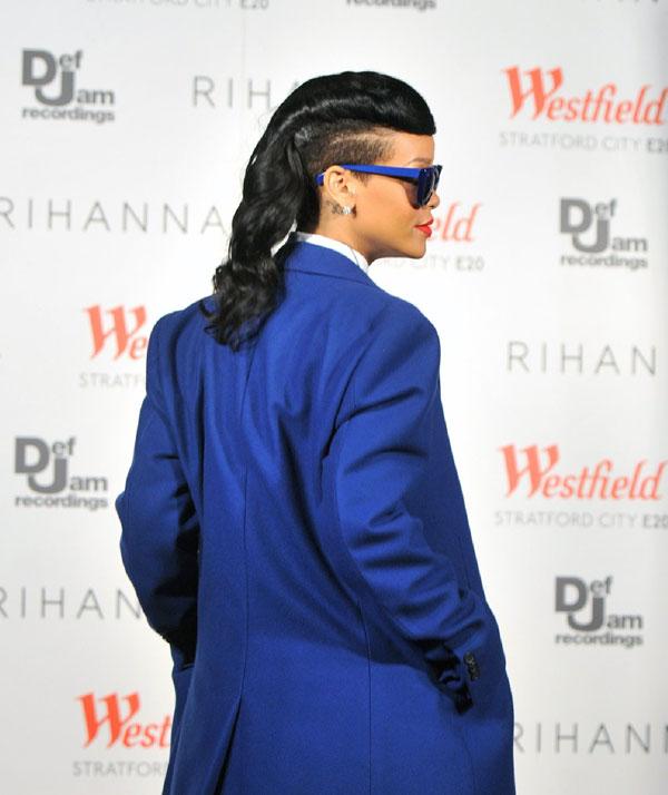 Rihanna enciende las luces navidad en Westfield Stratford