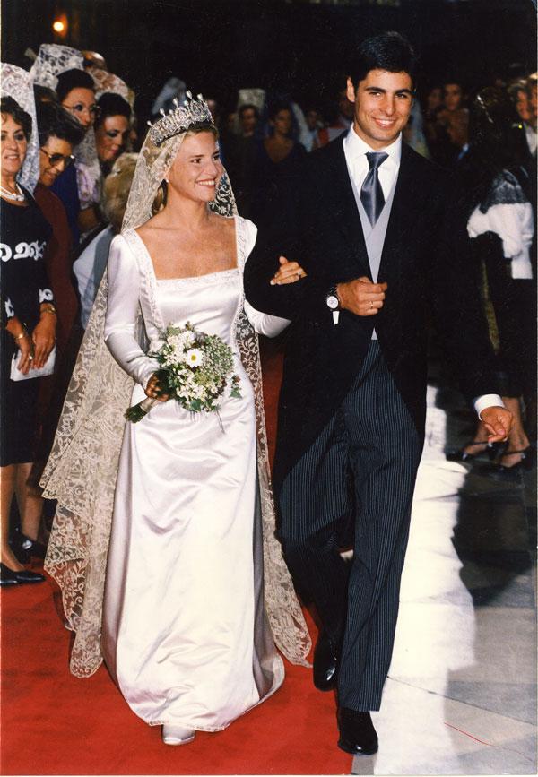 la-salida-de-la-catedral-ya-convertidos-en-marido-y-mujer