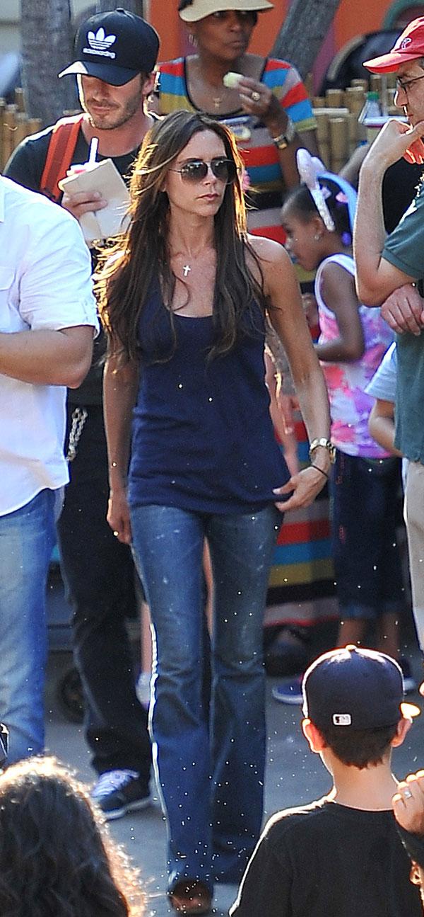 Victoria Beckham y su familia se lo pasan en grande en Disneyland
